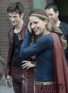 Crossover de Supergirl e Flash: vídeo e fotos revelam bastidores com os astros - Minha Série