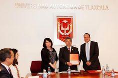 Entrega Grupo Financiero Santander a la UAT recursos económicos para becar a estudiantes