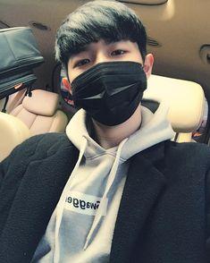 "Produce Kim Jaehwan has become known as the ""Selfie King"" for always taking the most adorable selfies. Jinyoung, Minhyuk, Jaehwan Wanna One, Produce 101 Season 2, Lee Daehwi, Ong Seongwoo, Kim Jaehwan, Ha Sungwoon, Kpop"