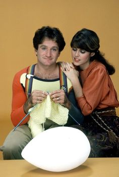 Still of Robin Williams and Pam Dawber in Mork & Mindy (1978)