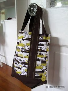 DIY tote bag with flat bottom. (Pinned b/c I love the button details on the bottom)