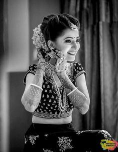 Indian Bridal Photography Poses India Ideas For 2019 Indian Wedding Couple Photography, Wedding Photography Styles, Wedding Photography Poses, Hair Photography, Photography Ideas, Indian Photoshoot, Bridal Photoshoot, Photoshoot Style, Indian Bridal Photos