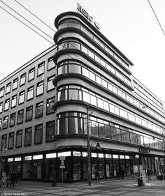Erich Mendelsohn - Kaufhaus Petersdorff Breslau (1928) Unusual Buildings, Art Deco Buildings, Interesting Buildings, Beautiful Buildings, Sustainable Architecture, Contemporary Architecture, Architecture Details, Landscape Architecture, Pavilion Architecture