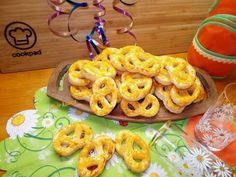 Photo Onion Rings, Bread, Cookies, Ethnic Recipes, Food, Crack Crackers, Brot, Biscuits, Essen