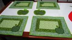 jogo americano de maça verde com descanso de panel