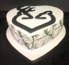 Wedding Cake - heart shaped with runout deers, edible picture scans around sides Heart Shaped Wedding Cakes, London Cake, Kitchen Art, Heart Shapes, Cake Decorating, Desserts, Food, Tailgate Desserts, Meal