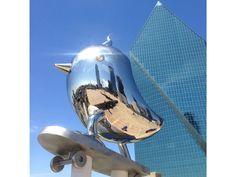 Brad Oldham Sculpture 'Skater Bird'.