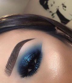 Pin by Eye Makeup Bronze on Eye Makeup Silver in 2019 Makeup Eye Looks, Eye Makeup Art, Blue Eye Makeup, Smokey Eye Makeup, Pretty Makeup, Skin Makeup, Eyeshadow Makeup, Blue Eyeshadow Looks, Makeup Goals