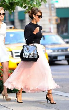 We adore this feminine look seen on Jessica Alba. The actress attended the Ralph Lauren fashion show in New York wearing a pink chiffon skirt and cropped black top. Sunglasses, high heels and an elegant tote finished the look.