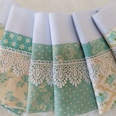 6 tea towels matched with guipir lace Decorative Towels, Sewing Ruffles, Deco Table, Bathroom Towel Decor, Tea Towels, Hand Towels, Kitchen Towels, Creative Design, Patch Quilt
