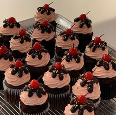 Bakery Recipes, Cupcake Recipes, Cupcake Cakes, Cute Desserts, Delicious Desserts, Yummy Food, Cute Baking, Cute Cakes, Cute Food