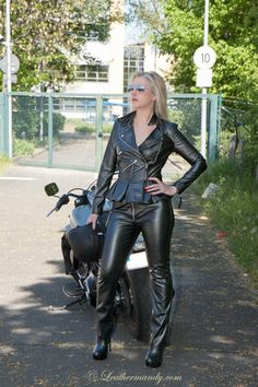 Girls black Hardcore biker