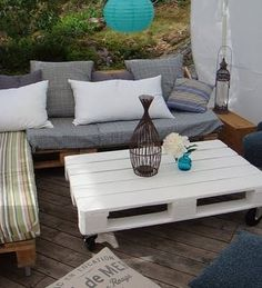 Pallet Furniture: Pallet Sofa - Wooden Pallets Ideas for Bed, Table, Couch Decor, Pallet Table, Pallet Sofa, Furniture, Pallet Furniture Outdoor, Home Decor, Furniture Making, Pallet Patio Furniture, Pallet Outdoor