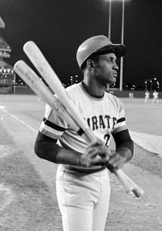 """""""Pirates Roberto Clemente looks focused before an early game vs Mets at Shea Stadium. Pittsburgh Pirates Baseball, Pittsburgh Sports, Roberto Clemente, Negro League Baseball, Baseball Players, Baseball Records, Baseball Tips, Batting Average, Sport Icon"""