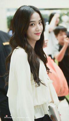 So Beautiful Jisoo 😊 Blackpink Jisoo, Kim Jennie, Yg Entertainment, Forever Young, South Korean Girls, Korean Girl Groups, Black Pink ジス, Blackpink Members, Blackpink Photos