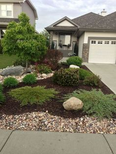 30 Exciting and Beautiful Front Yard Landscaping Ideas #frontyard #frontyardlandscaping #frontyardlandscapingideas