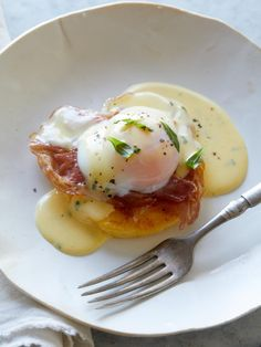 'The Perfect Egg' with Sous Vide Béarnaise Sauce and Seared Polenta Cake