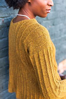 Tuck by Veronik Avery, pattern available on Ravelry.