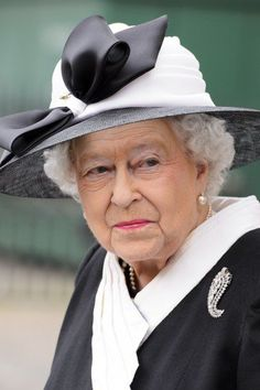 The Queen at the Cenotaph.