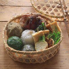 おにぎり 塩麹唐揚げ 小松菜の辛子和え 卵焼き 焼き豆腐 (柚子味噌・大葉巻き) 絹さやの胡麻和え 小蕪のグリル