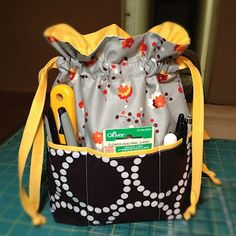 Lined Drawstring Bag with outside pockets! Tutorial