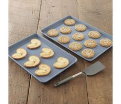 CHEFS Ceramic Coated Jelly Roll Pan Cookies, bars and pastries glide right off the ultra-smooth surface of this jelly roll pan.