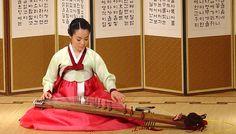 Kayagum o gayageum es una cítara tradicional de Corea. En su forma más tradicional tiene 12 cuerdas pero existen otros tamaños, uno con 18 cuerdas y uno con 25. Las cuerdas, generalmente de seda, van tendidas sobre unos puentes móviles.