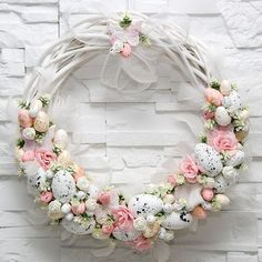 Adorable Easter Wreath Decoration Ideas With Egg And Bunny; Easter Wreath Decoration Ideas With Egg And Bunny; Easter Wreaths, Easter Garland, Spring Wreaths, Diy Wreath, Spring Crafts, Easter Crafts, Flower Arrangements, Floral Wreath, Easter Table