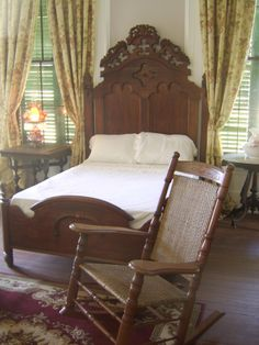 My bedroom as a child. Jefferson Davis, Antebellum Homes, Old Beds, Antique Beds, Plantation Homes, Cottage Farmhouse, Victorian Decor, Cabins And Cottages, River House