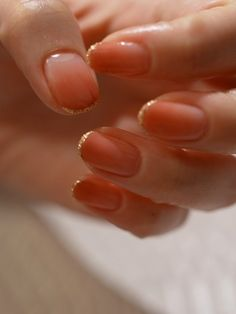 ☆定番人気の小豆色グラデーションにラメラインをプラス☆ | パリのネイルサロン Bijoux nails Paris