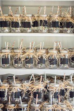 19 Affordable Mason Jar Wedding Favors Your Guests Will Love – Diy Wedding 2020 Mason Jar Wedding Favors, Creative Wedding Favors, Inexpensive Wedding Favors, Rustic Wedding Favors, Wedding Favors For Guests, Bridal Shower Favors, Mason Jars For Weddings, Gift Wedding, Fall Wedding