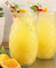 Pineapple Screwdriver cocktails are super simple to make! Easy to mix up by the glass or the pitcher with pineapple juice, orange juice and vodka. Great for get togethers with friends, game day gatherings or your next cocktail party. Drinks With Pineapple Juice, Pineapple Glasses, Vodka And Pineapple Juice, Pineapple Cocktail, Pineapple Lemonade, Lime Juice, Pineapple Girl, Vodka Lime, Pineapple Recipes