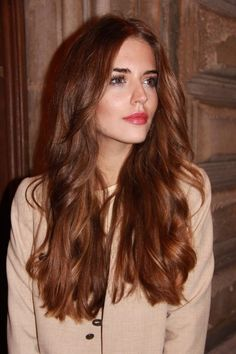 This hair color is addictive: bronze is the new Diese Haarfarbe macht süchtig: Bronze ist das neue Blond! We don& want gold, not silver, but bronze! Because this is the hottest hair color trend for fall / winter this … - Hair Color Auburn, Brown Hair Colors, Hair Colour, Hair Styles 2016, Curly Hair Styles, Chestnut Hair, Balayage Hair, Brown Balayage, Auburn Balayage Copper