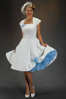 SETRINO® Couture aus Berlin | zauberhaftes Vintage 1950' Brautkleid elfenbein-weiss mit hellblauem Petticoat