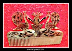MAINLY-MEXICAN's Photos - One elderly man in the state of Mexico is thought to be the last person still producing these works of art; combs carved from the horn of a bull - www.mainlymexican... #Mexico #Mexican #vintage #antique #folkart #collectible #horn #bull #comb