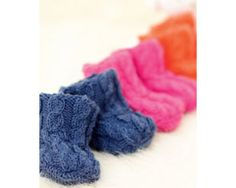 Knit cute cable socks: free pattern  To fit an average size child's foot for ages 0-6 months: 6-12 months: 1-2 years: 2-3 years