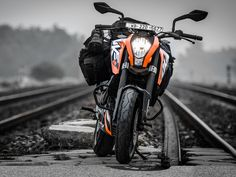 Check out the top 5 most famous bikes that the Indian youth mostly required. We include KTM Duke, KTM RC, Yamaha, FZ FI and Bajaj Pulsar series. Blur Background Photography, Dslr Background Images, Studio Background Images, Picsart Background, Duke Motorcycle, Duke Bike, Ktm 125 Duke, Royal Enfield Wallpapers, Bike Photoshoot