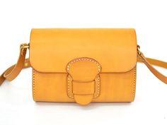 太ベルト・ショルダーポシェット(CP-1)はハードレザーを樽型に仕上げた革鞄です。「HERZ(ヘルツ)公式通販」
