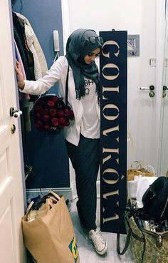 Grey and white. Islamic Fashion, Muslim Fashion, Modest Fashion, Hijab Wear, Hijab Outfit, Muslim Girls, Muslim Women, Hijab Trends, Hijab Fashion Inspiration