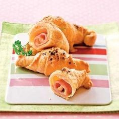 Croissanty se sýrem a šunkou