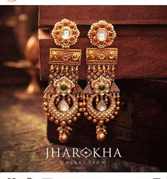 Wedding jewelry is a vital part of bridal wear. Many brides underestimate the need for selecting the most appropriate jewelry. The perfect necklace, earrings, Gold Earrings Designs, Gold Jewellery Design, Gold Jewelry, Jewelry Bracelets, Gold Necklace, Bangles, Wedding Jewelry For Bride, Bridal Jewelry, India Jewelry