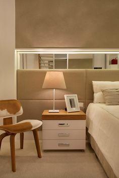 Apartamento Ipanema / Eloy & Travaglini #bedroom #mirror #cabeceira