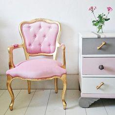 sillon vintage en oro y rosa