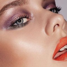 Summer glam! ✨ Recreate this stunning shimmery metallic look using Pure Color Envy Eyeshadow in Infamous Orchid and Fearless Petal, Double Wear Stay In Place Eye Pencil in Night Violet & Emerald Envy + Pure Color Love #Lipstick in Hot Rumor! All products from @esteelauder #esteelauder #summermakeup #makeup #getthelook #beautytomax Report by @zaynasha