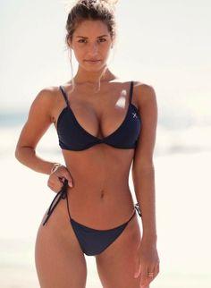 A tug a day keeps the doctor away : theCHIVE Sexy Bikini, Mini Bikini, Bikini Girls, Mädchen In Bikinis, Bikini Swimwear, One Piece Swimsuit White, Looks Pinterest, Sexy Women, Bikini Babes