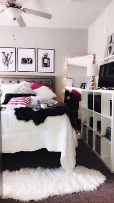 Image Dream Bedroom, Home Bedroom, Girls Bedroom, Bedroom Carpet, Paris Bedroom Decor, Teal Teen Bedrooms, 1930s Bedroom, Master Bedroom, Bedroom Stuff