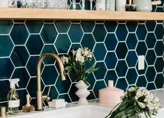 9 Fresh Ideas for Your Kitchen Backsplash Tile New Kitchen, Kitchen Decor, Kitchen Design, Copper Bedroom, Kitchen Backsplash, Cool Kitchens, Tile Floor, Life Hacks, Tiles