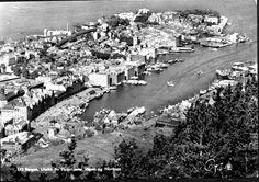 Hordaland fylke Bergen utsikt fra Fløien over Nordnes og Vågen 1950-tallet Utg Oppi