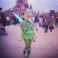 Make Peter Pan Tinkerbell costume yourself: DIY ideas maskerix. Disneyland Halloween Party, First Disneyland, Baby Halloween, Disney Cosplay, Disney Costumes, Girl Costumes, Cosplay Costumes, Peter Pan Girl Costume, Peter Pan Cosplay