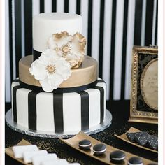 Black white and gold #weddinginspiration Image by Octavia und Klaus Opperman | Cake by Dehly & de Sander #thecoordinatedbride #coordinatedcakes #weddingdecor